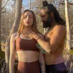 【タントラマッサージ動画】乳首ピン立ちなノーブラ女性が野外で男と絡み合う