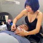 【ベトナム床屋マッサージ動画】青髪巨乳セラピストによるセクシーエロエロな施術の様子