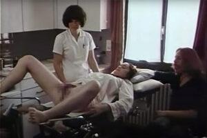 【婦人科検診動画】レトロな婦人科検診動画、ボーボーマンコとヒッピーっぽい旦那