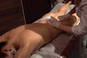 【オイルマッサージ動画】パンツ一丁なエロいケツの金髪女性にオイル施術