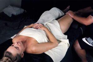 【指圧マッサージ動画】全裸にタオルだけの女性の全身をくまなくほぐす48分の長編動画