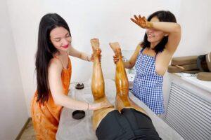 【マッサージ動画】裸エプロン女子2人による至福の双身マッサージ